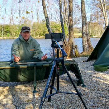 How to <b>Safely</b> hold and lift a carp for the perfect photo