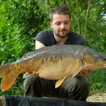 philip with a mirror carp called the oak
