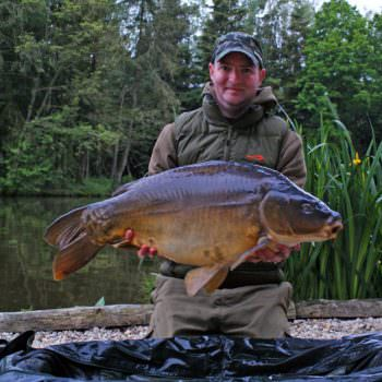 simon with a mirror carp called the dark knight