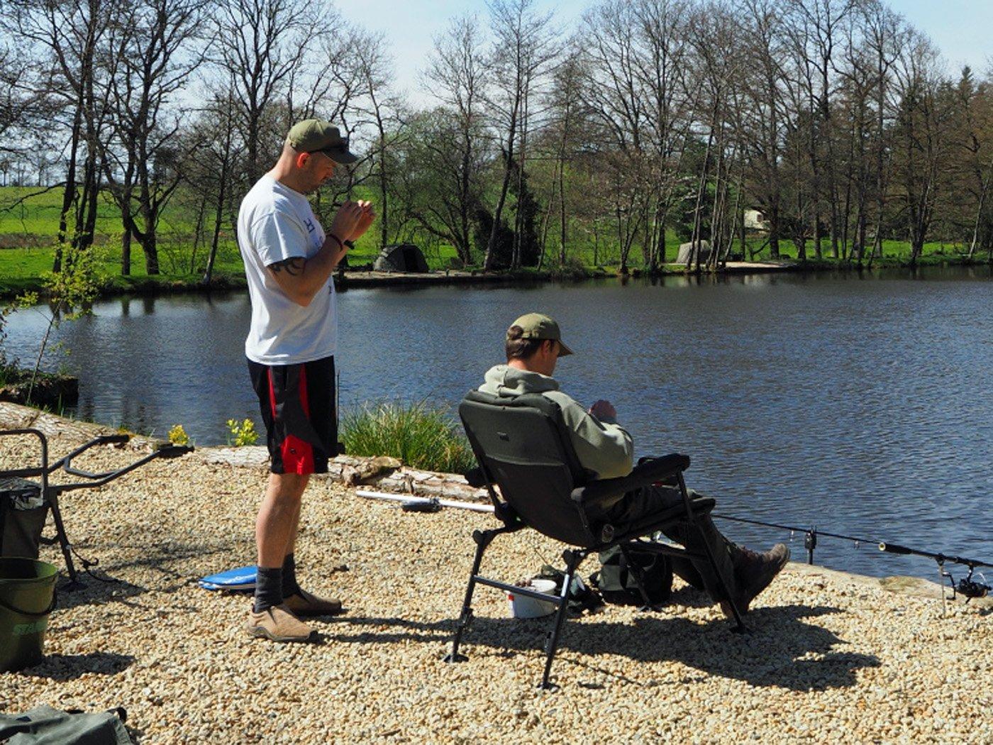 carp fishing tutorial in france hook sharpening