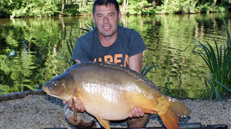 paul with a mirror carp of 35 pounds