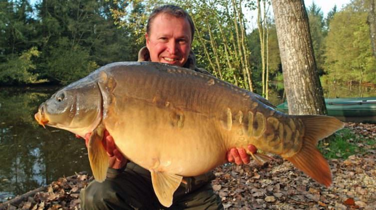 carp-fishing-france-Matt-with-The-Big-Apple-at-29lbs-12oz