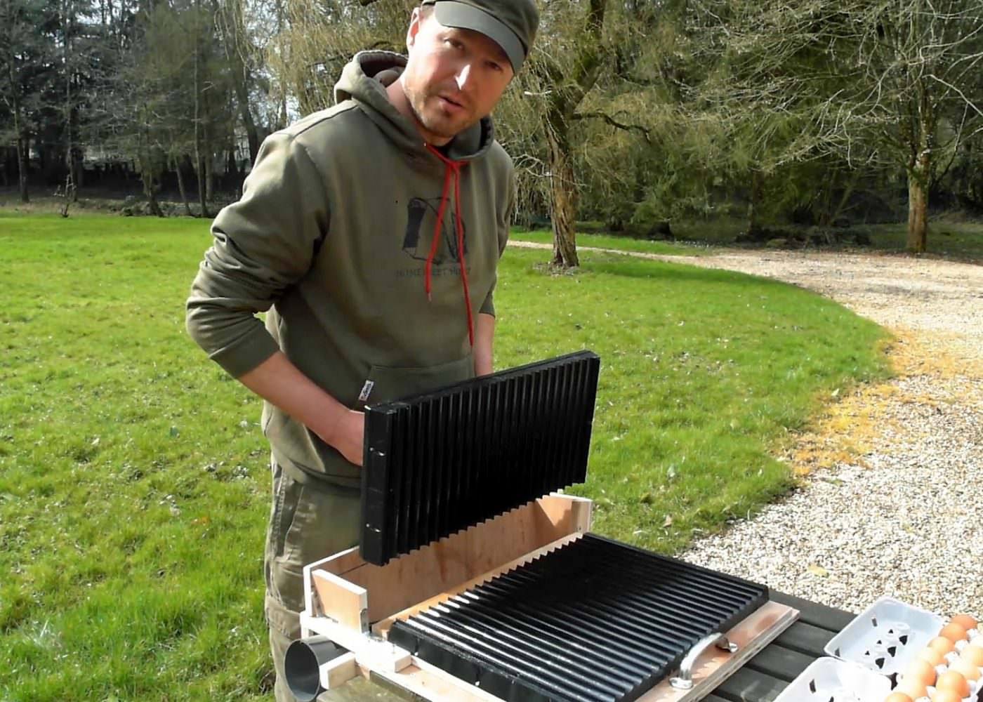 Bait rolling table