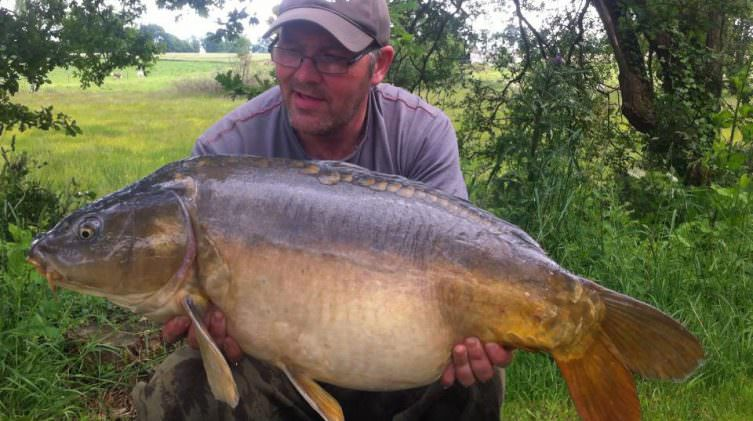 Darren-with-Moonscale-a-mirror-carp-of-30lbs
