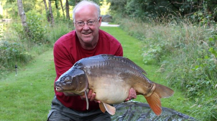 Steve with Bump at 29lbs 12oz mirror carp