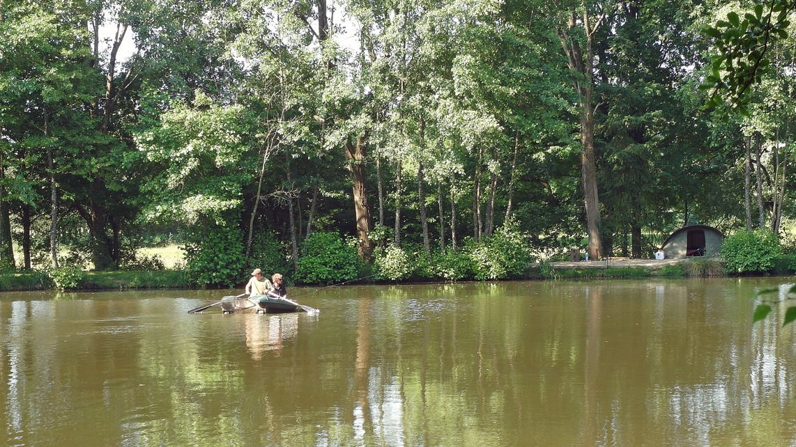 anglers-in-boat-fishing