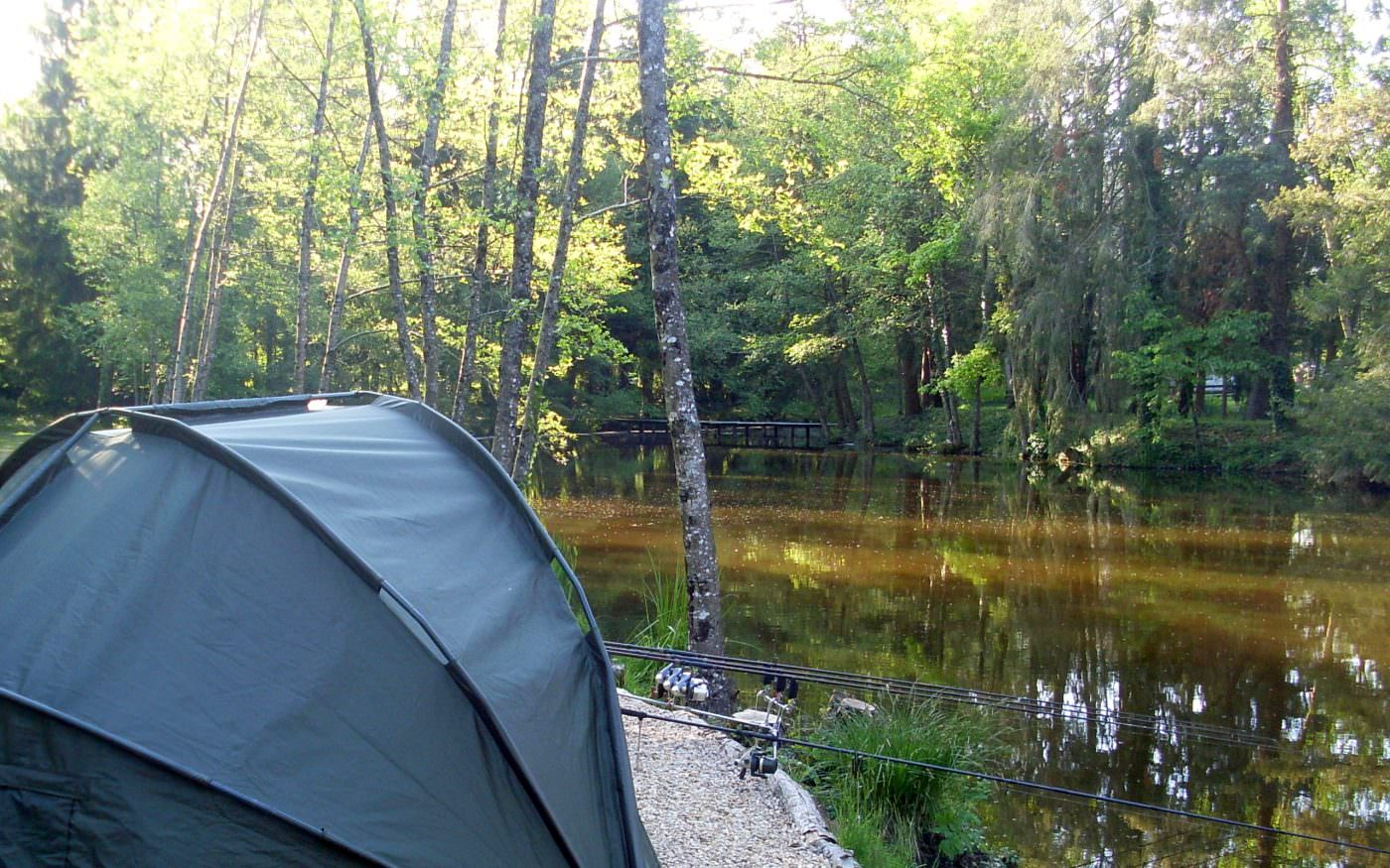 bivvy-by-the-lake-in-france