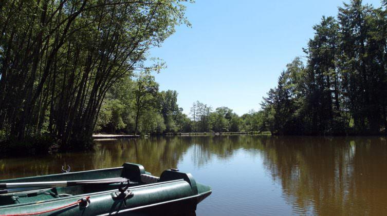 boat-on-the-carp-lake