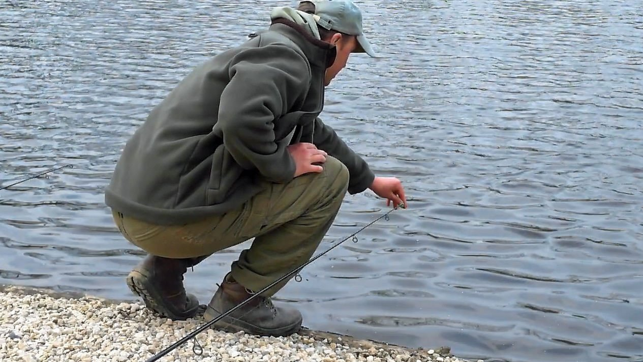 checking-line-lay-for-carp-fishing