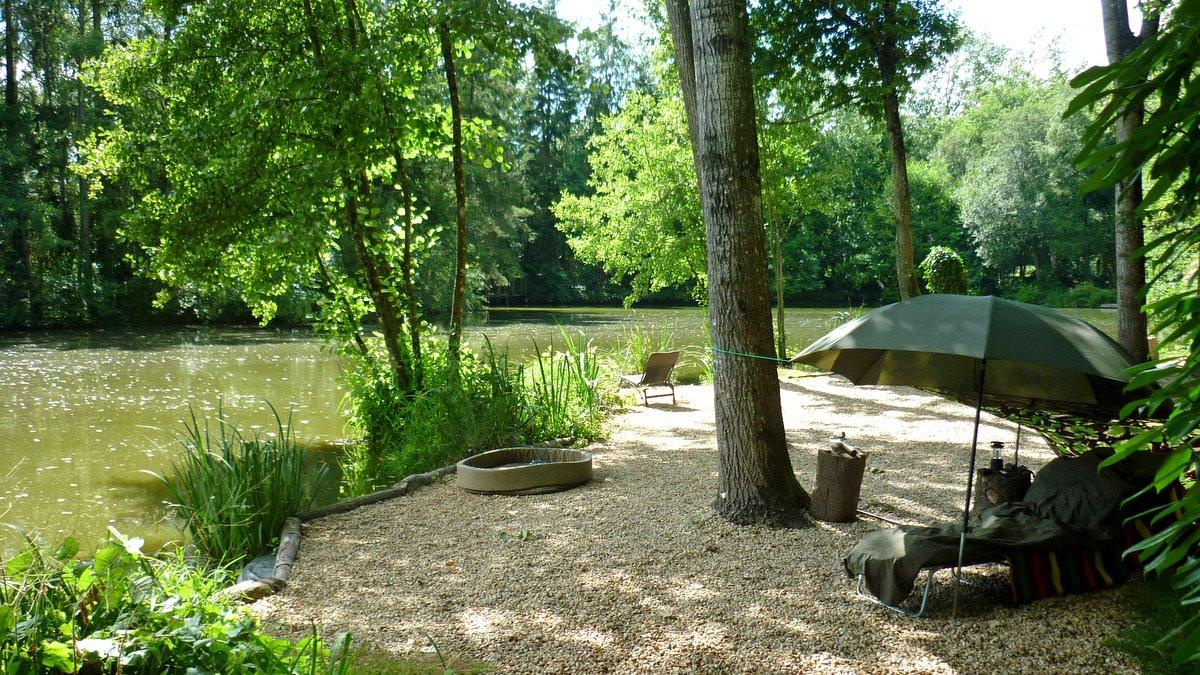 french-fishing-lake-point-swims