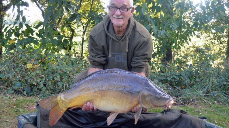 Roy with a 35lbs 4oz mirror carp