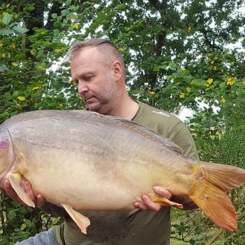 Ian with Hyphen at 37lbs 7oz