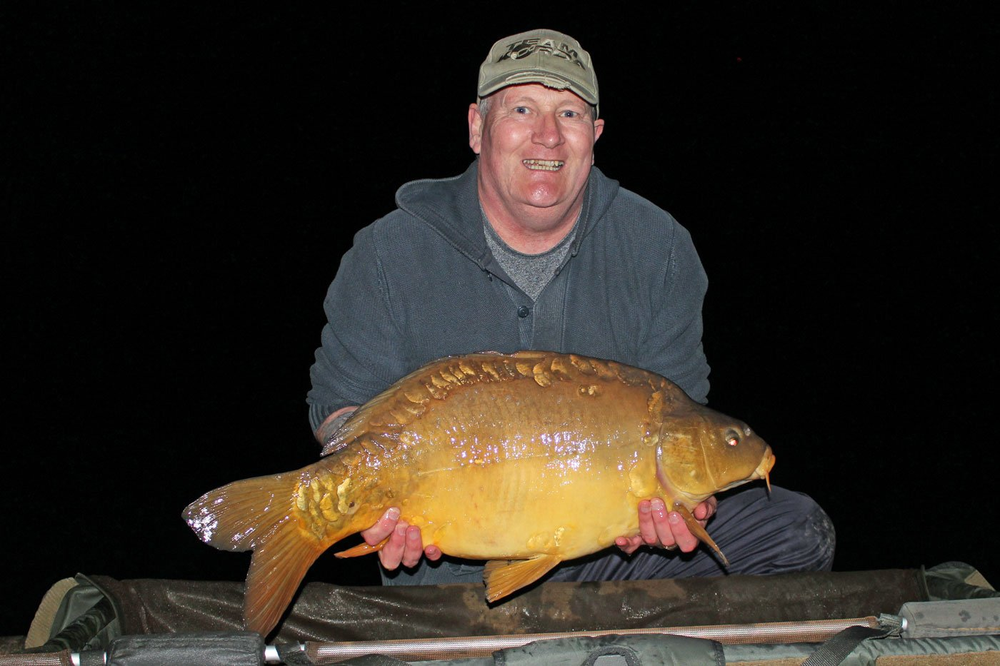 Mark with a mirror carp of 29lbs