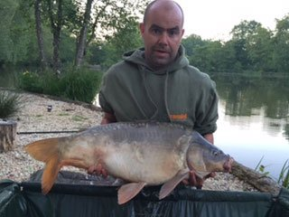 Ian with Nuggett at 27lbs carp france