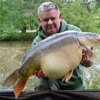 Tony with Earl Grey at 35lbs mirror carp france