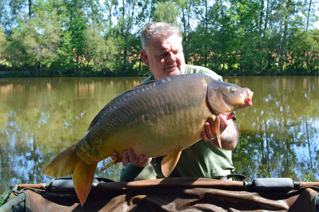 Tony with the Dark Pearl at 28lbs mirror carp france