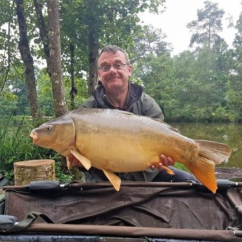 Simon with Small Scale at 27lbs mirror carp france