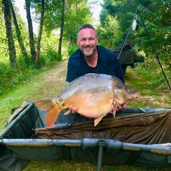 Iain with Galaxy at 33lbs 8oz