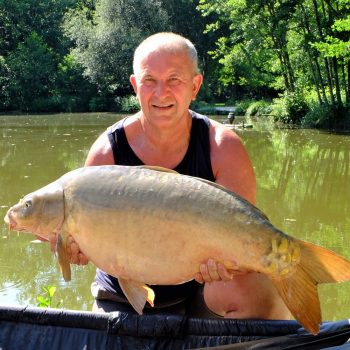 Peter with Magnum at 34lbs 6oz