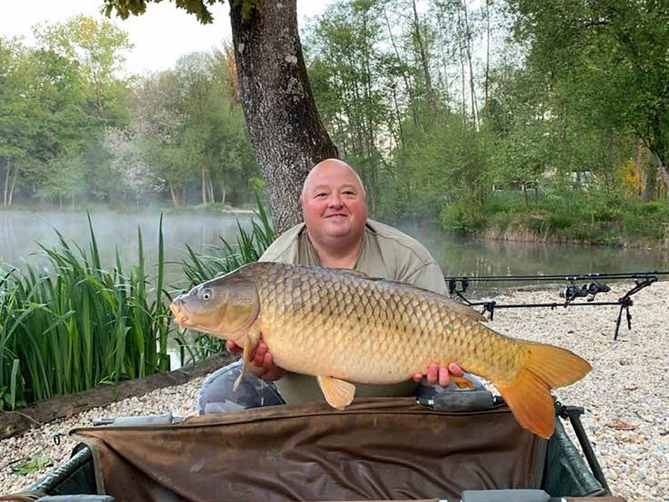 dean carp fishing in france with a common carp of 27lbs