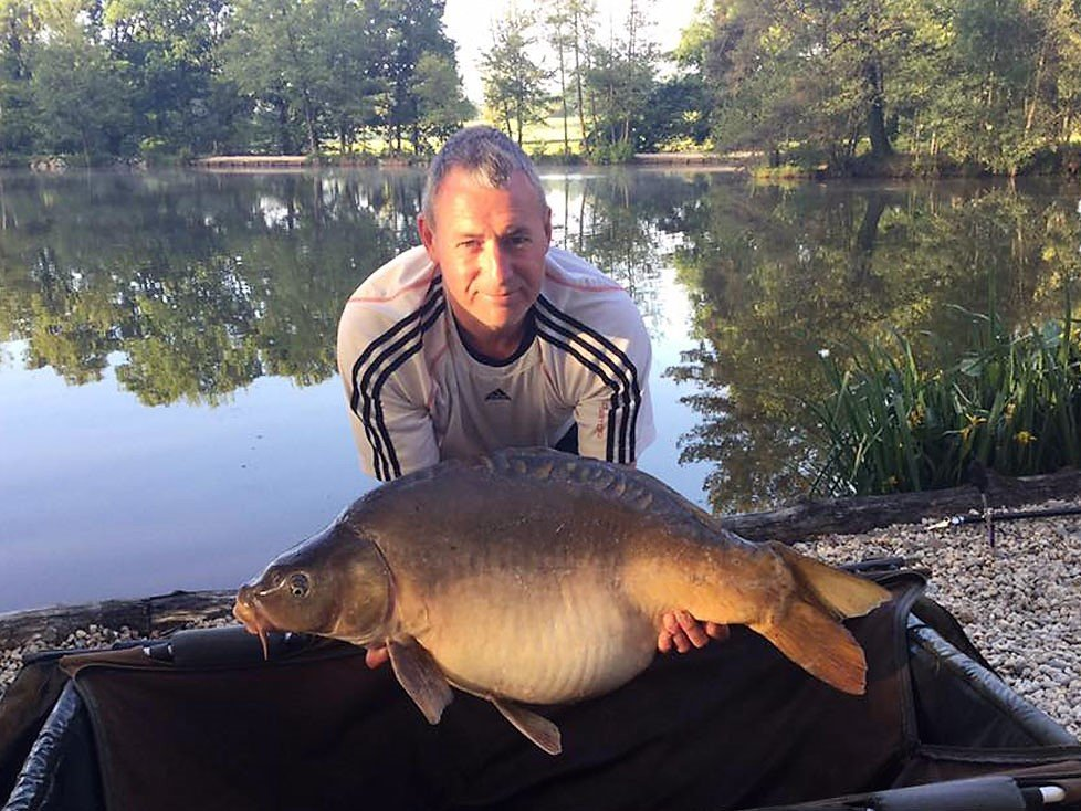 shane fishing for carp in france with a morning carp of 33 pounds