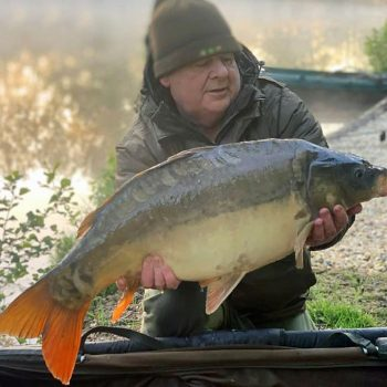 tony carp fishing in france with a mirror carp of 27 pounds early morning