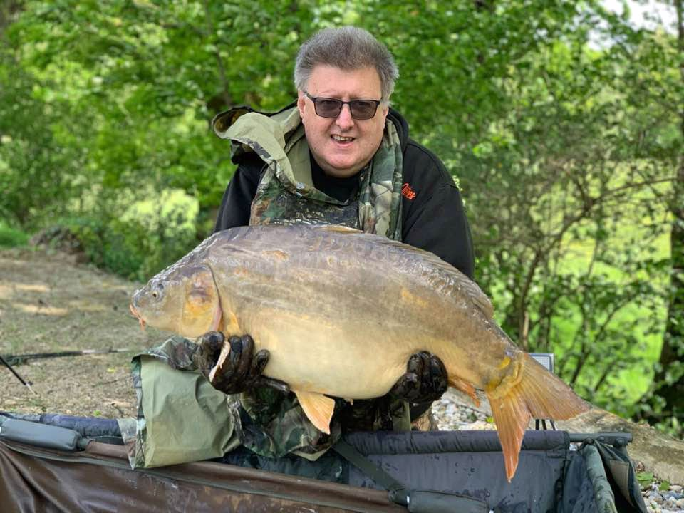 wayne carp fishing in france with a mirror carp of 37lbs 6oz