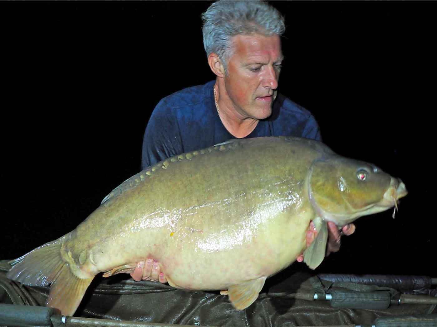 david angler with a mirror carp of 48lbs