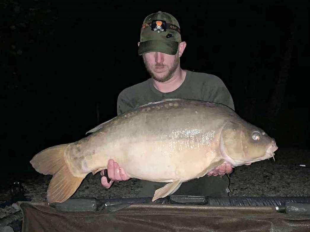 angler Dan with a 27lbs mirror carp