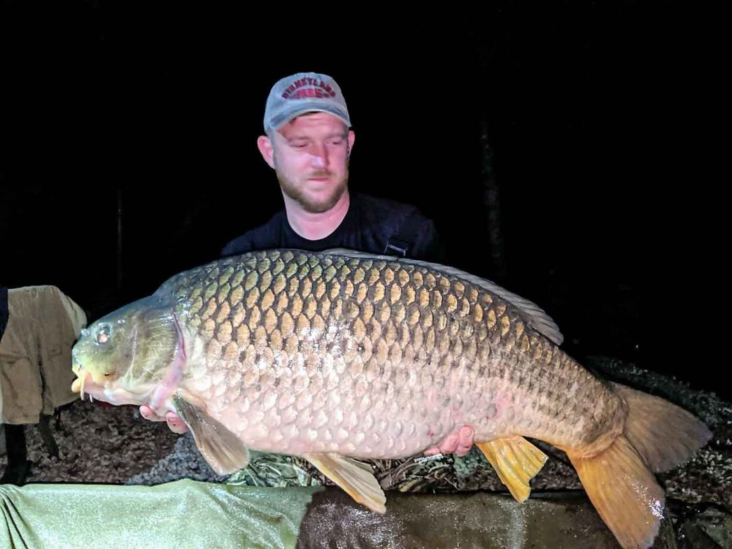 angler Dan with a common carp of 35lbs
