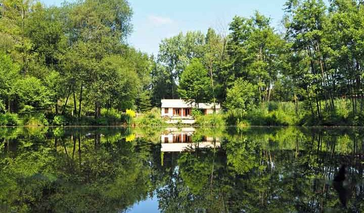 accommodation at exclusive hire carp venue