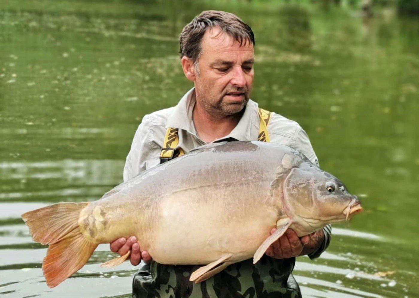 angler with 35lb mirror carp