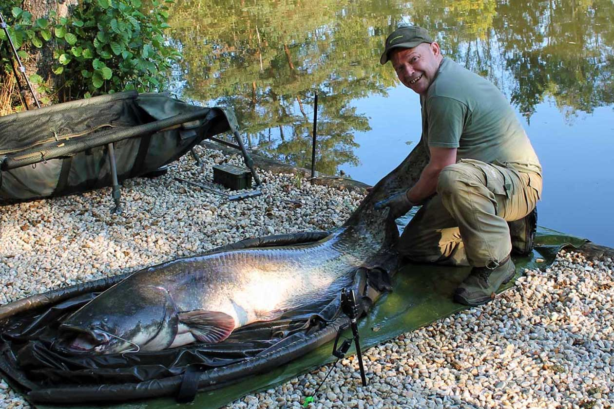 Rob with new lake record catfish of 121lbs
