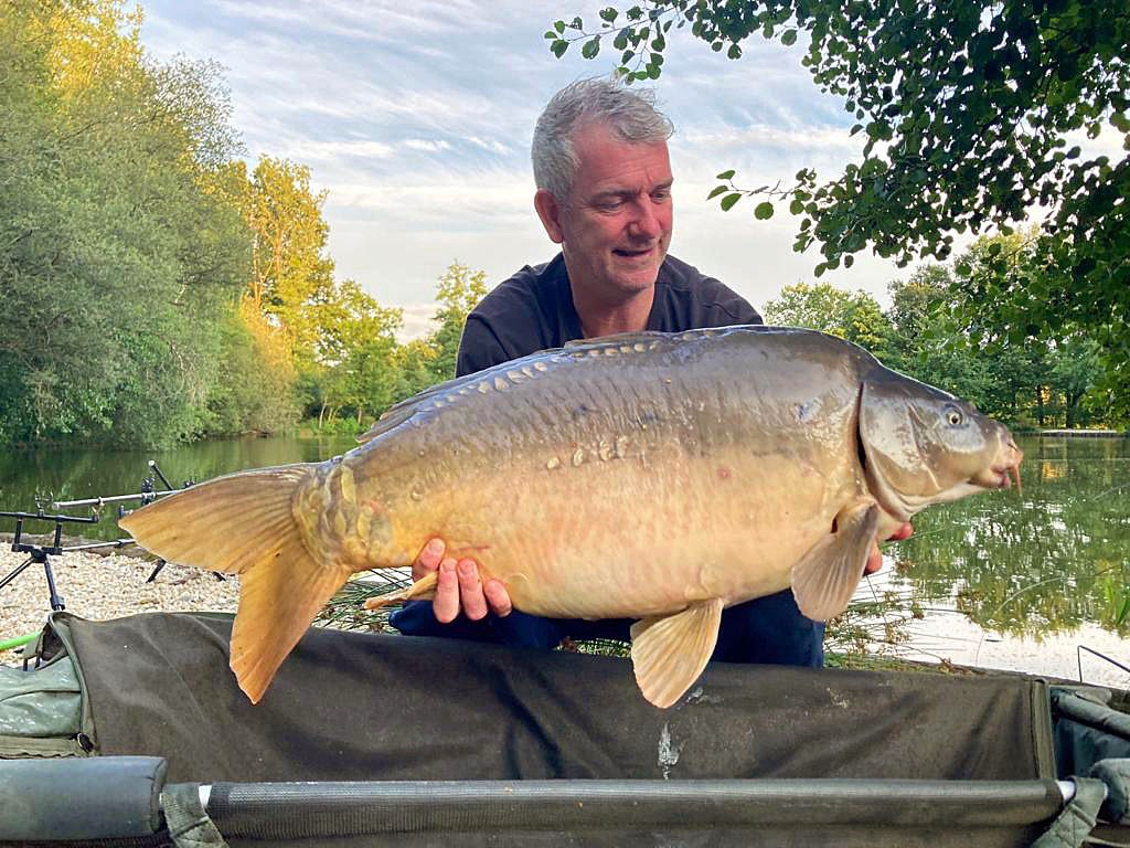 Richard with the Dark Pearl at 32lbs 2oz